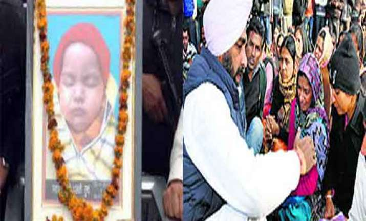 disturbing sacked punjab teachers hold protest with body of