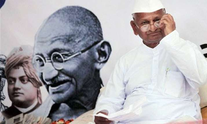 doctor advises hazare to break maun vrat