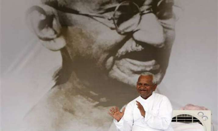 doctors want hazare to be on iv drip but he refuses