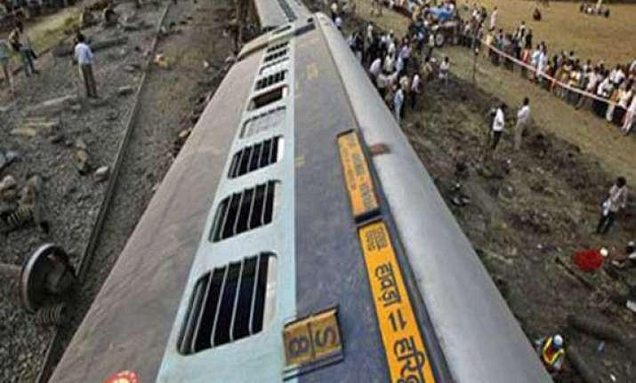 doon express derails in uttar pradesh 4 injured