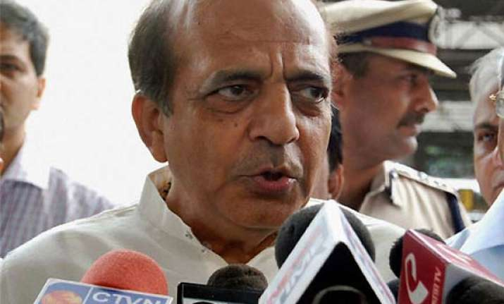 drama in parliament corridor as railway minister holds