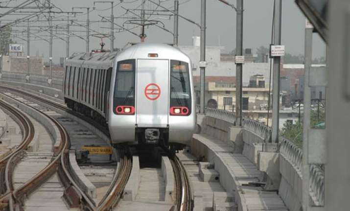 dust storm disrupts metro train services during rush hour