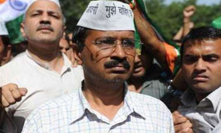 ec notice to kejriwal for remarks against cong bjp