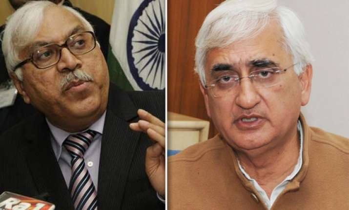 ec censures law minister khurshid for violating model code