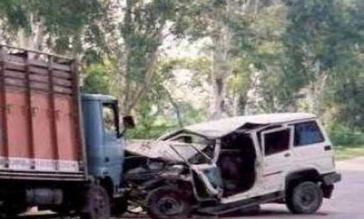 eight killed in truck jeep collision