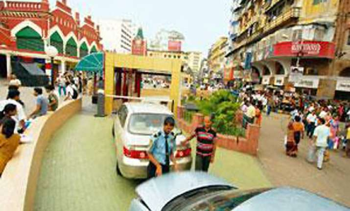 elaborate security arrangement in kolkata for durga puja