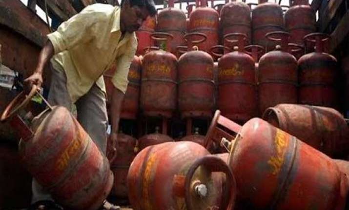 ensure supply of full quantity of cooking gas to consumers