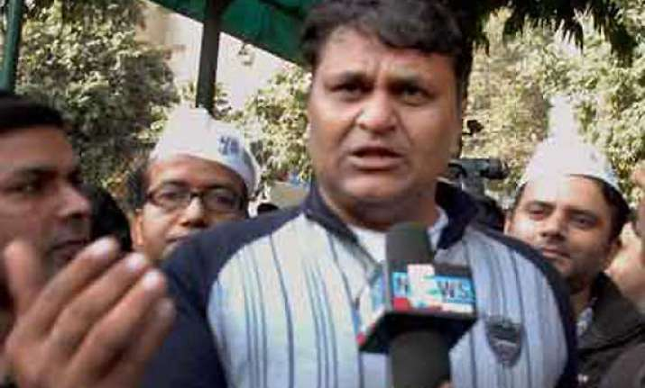 expelled aap mla vinod binny withdraws support to kejriwal