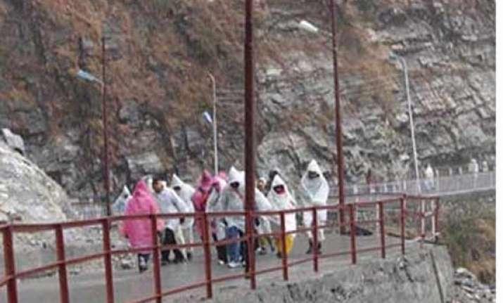 falling stone kills girl on way to vaishno devi