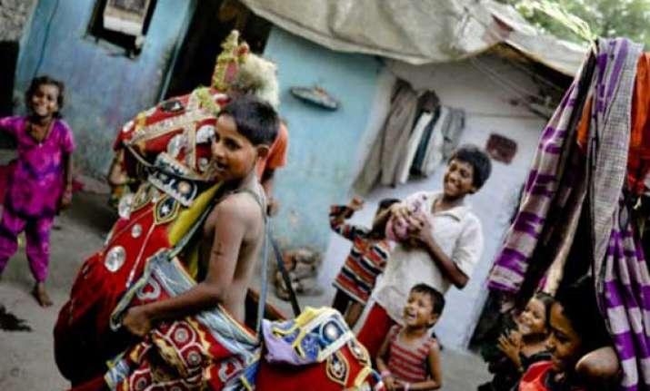 families start shifting from kathputli colony dda