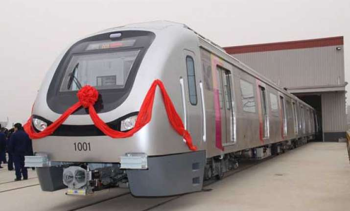 mumbai metro rolls out over 1 lakh commuters take maiden