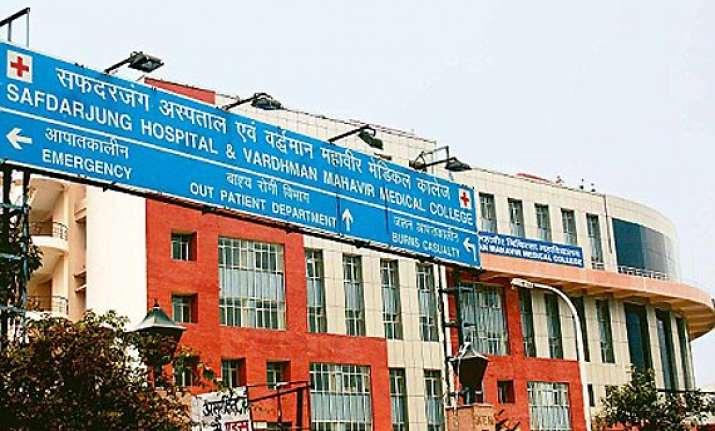 fire at delhi s safdarjung hospital canteen