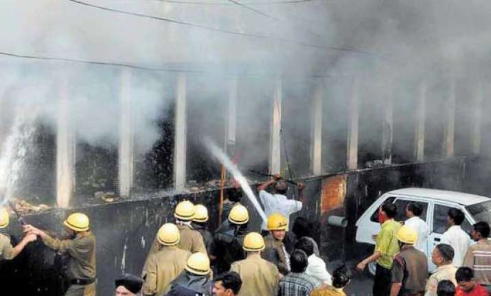 fire at jammu kashmir bank building in noida