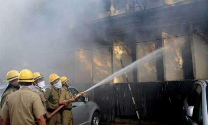 fire breaks out in old delhi market no casualty