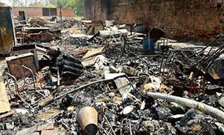 fire in vasant kunj slum cluster 500 jhuggis gutted