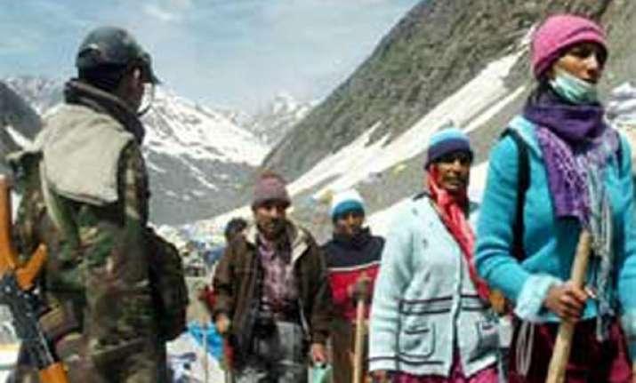 first batch of amarnath pilgrims enters jk amid tight