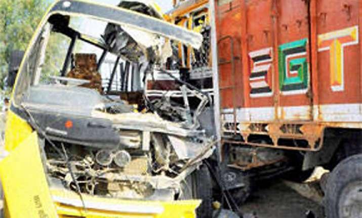 five sai devotees die in road mishap near ahmednagar