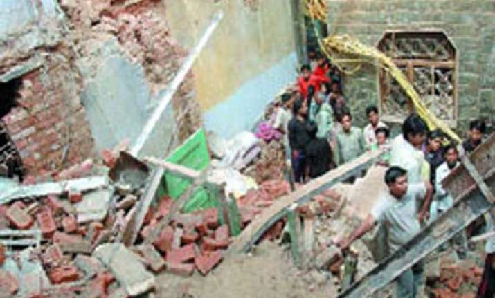 five dead in house collapse during rains in up