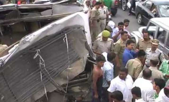 five dead 8 injured in bus vehicle collision in rajasthan