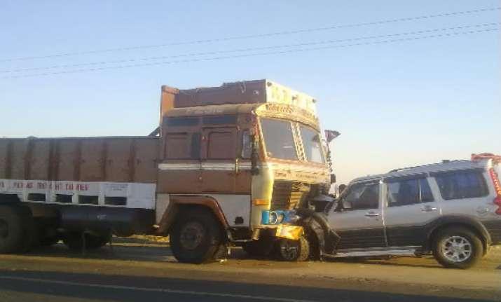 five including 3 bihar policemen dead after container truck