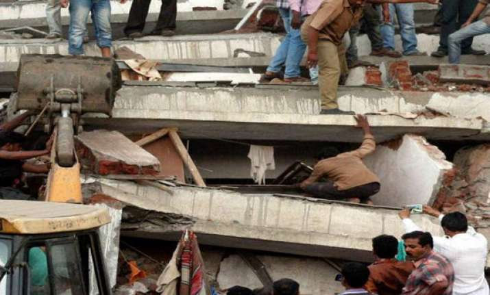 five injured in concrete slab collapse nearby thane