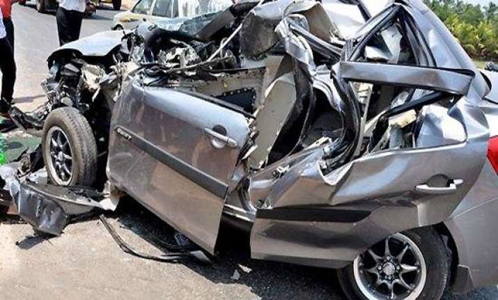 five killed in road accident near agra