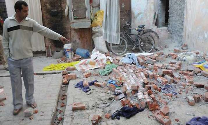 five children die in delhi wall collapse