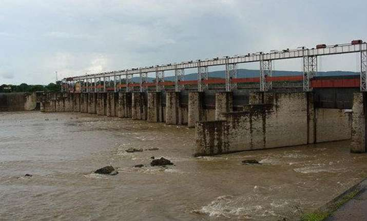 flood threat in west midnapore as galudih dam releases water