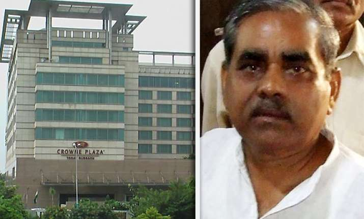 former bjp mla from up shot at robbed in front of gurgaon