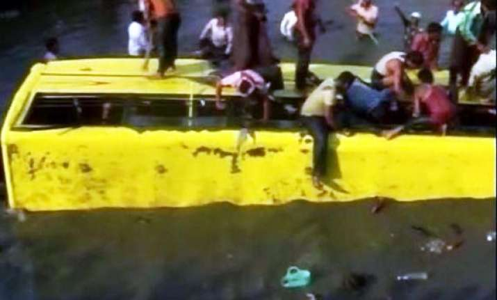 fourteen school children die as bus falls into canal in ap