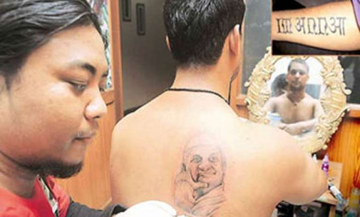 free anna hazare tattoos offered at ramlila maidan