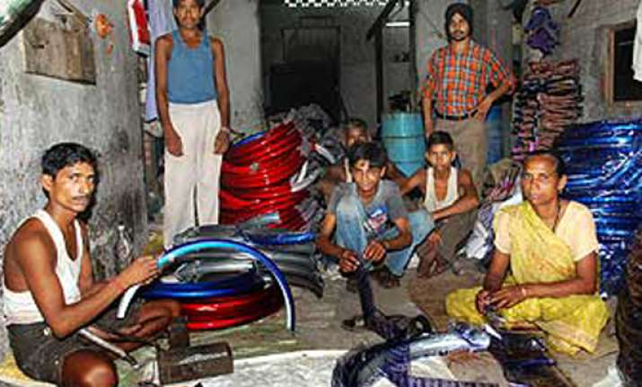 free mobiles bicycles for retaining bihar migrant labourers