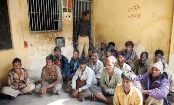 freed indian fishermen arrive in gujarat