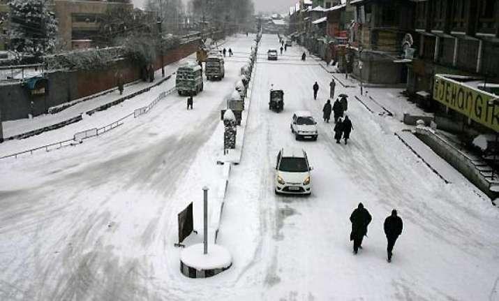 jammu srinagar highway closed after snowfall landslides