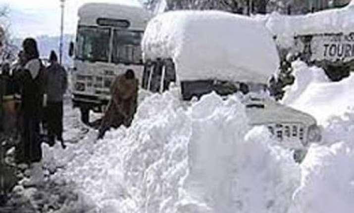 fresh snowfall blocks two highways to kedarnath badrinath