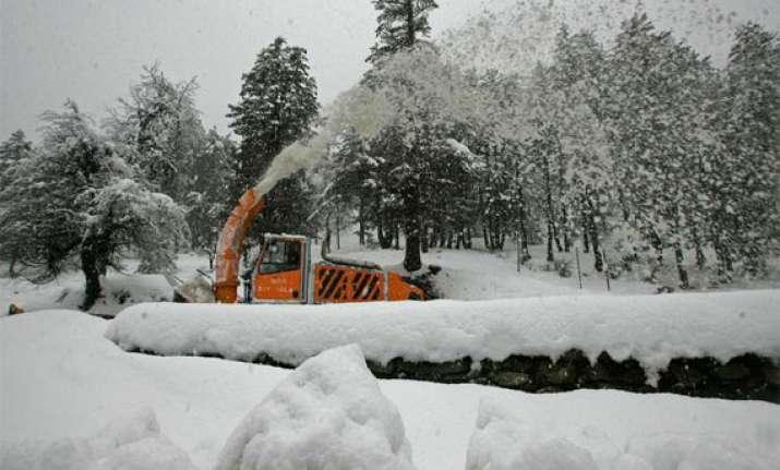 fresh snowfall in many parts of kashmir
