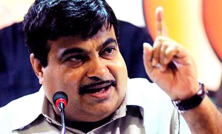 gadkari attacks delhi govt on corruption