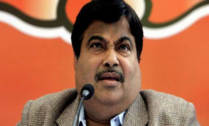gadkari fails to bring rapprochement between dhumal and