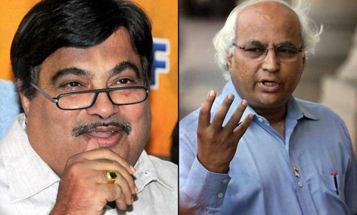 gadkari meets kulkarni two ex bjp mps in tihar jail