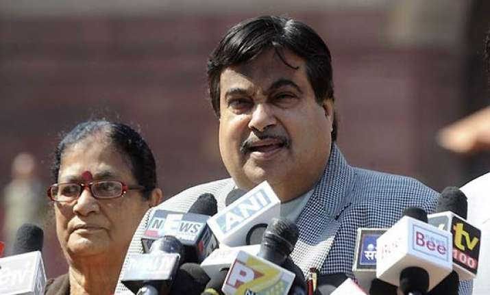 gadkari slaps legal notice on kumaraswamy karna cong leader