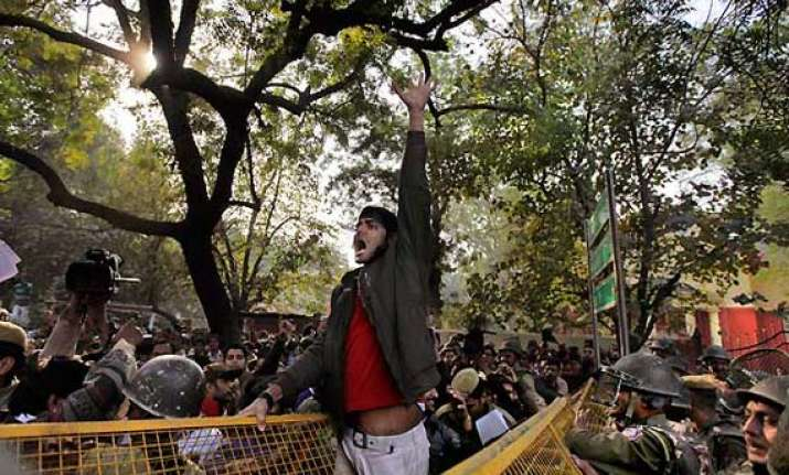 gangrape thousands continue to protest at jantar mantar