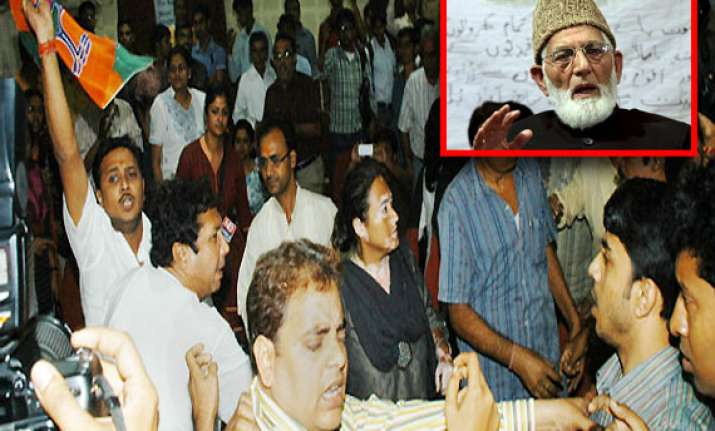 geelani heckled by abvp activists in capital