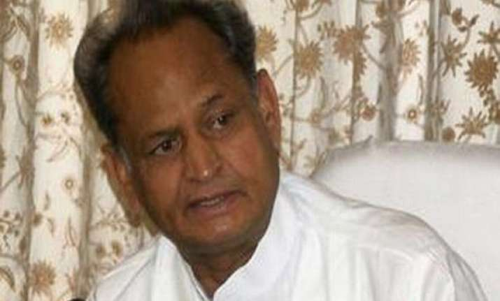 gehlot attacks raje for firing on protesters