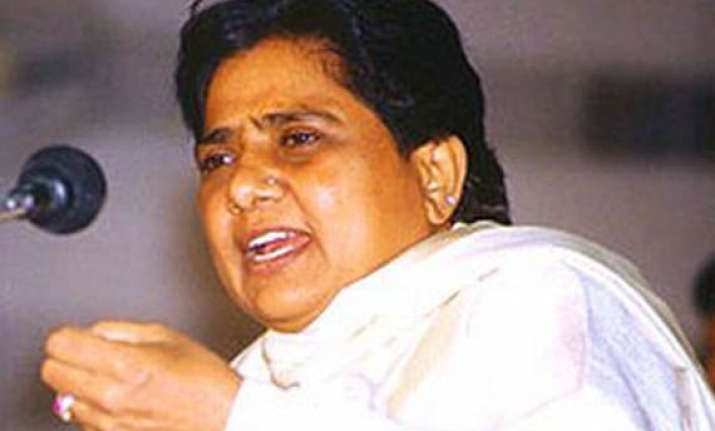 give houses to migrants in mumbai says mayawati