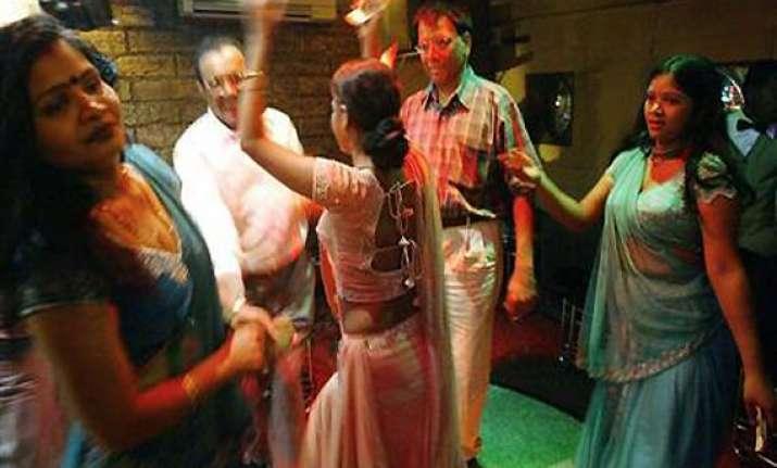 goa government draws flak on dance bar proposal