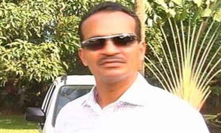 goa education minister detained at mumbai airport