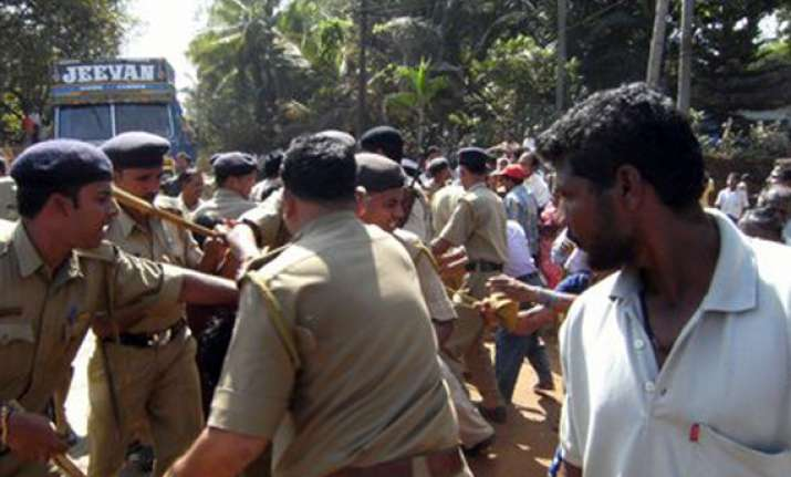 goa police canecharge protesters over mining issues
