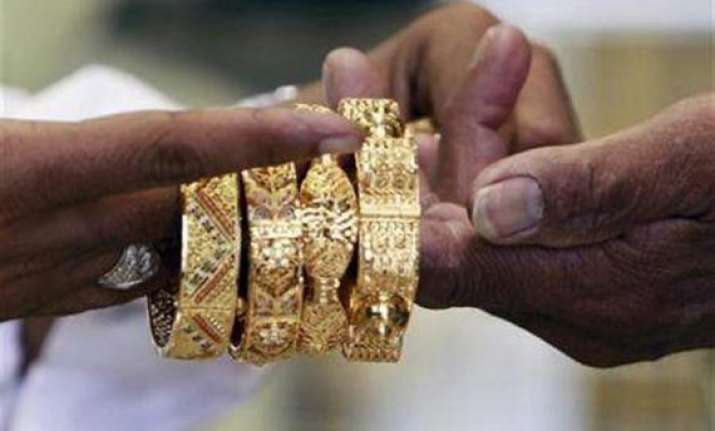 gold jewellery worth rs two crore looted