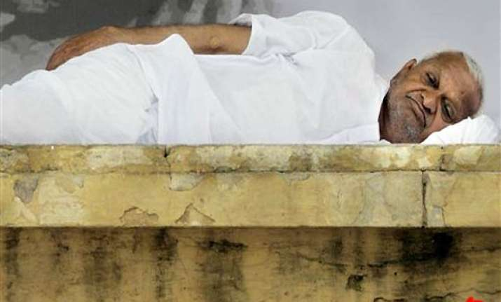 govt keeping all options open in case anna hazare s health