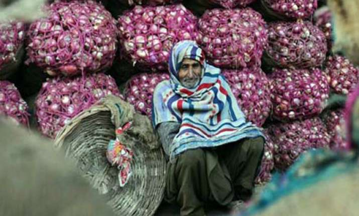 govt lifts ban on onions exports